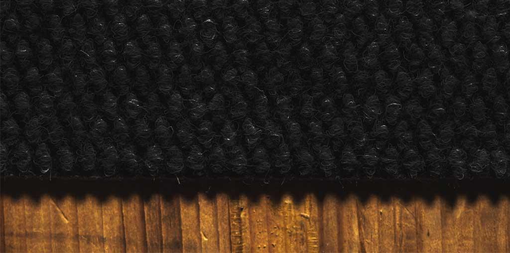 Saugroboter schwarzer Teppich
