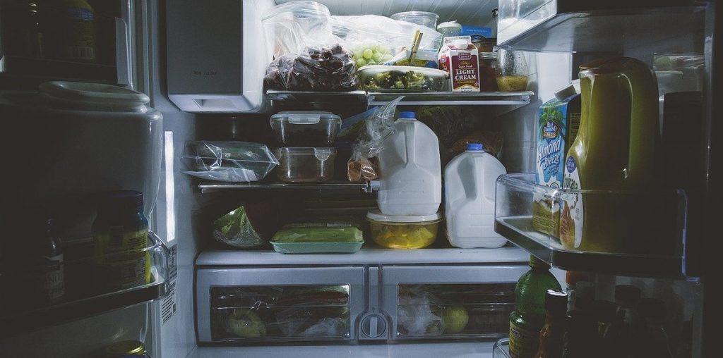 Kleiner Kühlschrank mit großem Gefrierfach