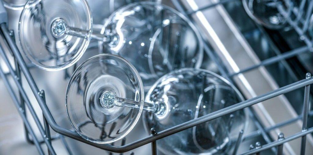 Tischgeschirrspüler mit Wassertank