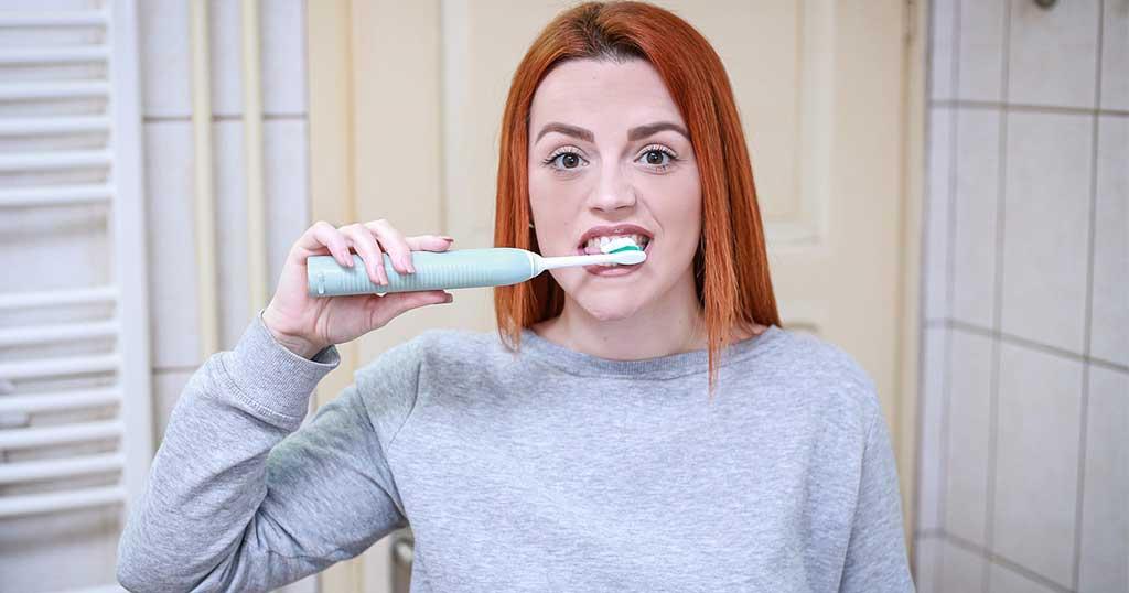 Elektrische Zahnbürste gegen Zahnstein